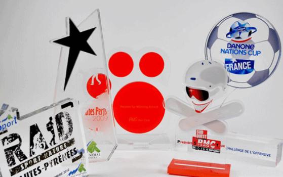 Trophées en acrylique, des symboles personnalisés et originaux